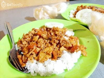 Kuliner di Depot Mbah Di UPN. Nasi Gila Khas Menteng yang Paling Hits di Surabaya!