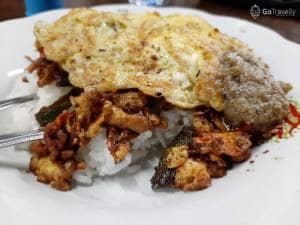 Nasi Ayam Pak De Saijo : Kuliner Surabaya yang Banyak Peminatnya. Se-enak Apasih?