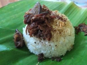 Nasi Krawu bu Azza, Sajikan Makanan Khas Gresik Dengan Rasa Gurih Melimpah