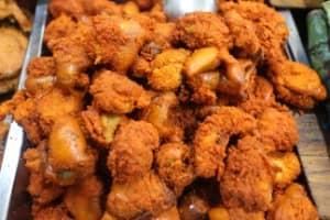 Menikmati Sensasi Letupan Endog Bader, Salah Satu Kuliner Khas Gresik