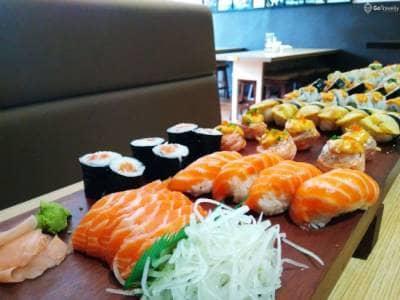 Sushi Party at Peco Peco Sushi: Nikmatnya Sushi Sepanjang 1 Meter
