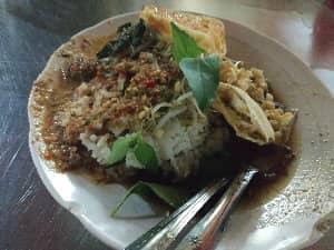 Pecel Rawon Pucang Moroseneng - Solusi Sehat Saat Lapar Di Malam Hari