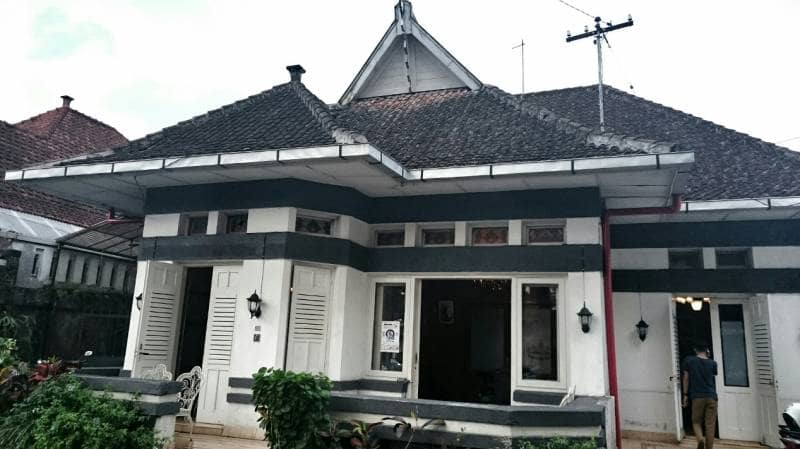 rumah opa kitchen and lounge