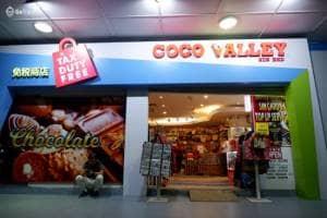 Berburu oleh oleh coklat di Coco Valley Langkawi