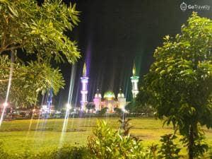 Nyantai Malam Hari Sambil Nyemil di Alun-alun Magetan