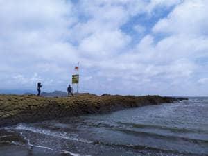 Indahnya Pantai Watu Ulo yang Berbalut Kisah Mistis