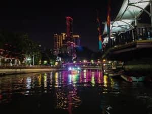 River Cruise ala Kalimas: Menikmati Gemerlap Kota Surabaya dari ...
