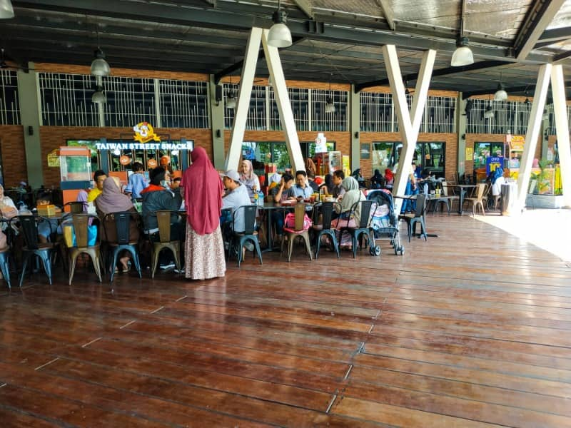 area makan outdoor di food junction