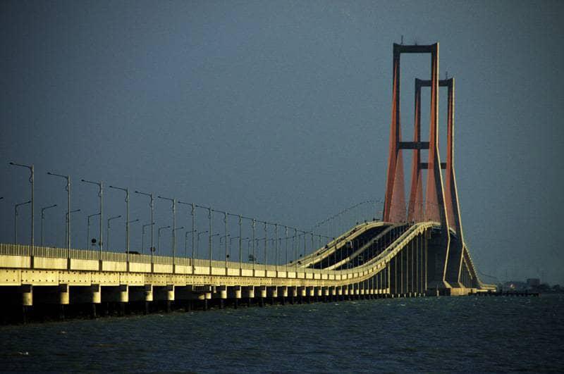 wisata di surabaya jembatan suramadu