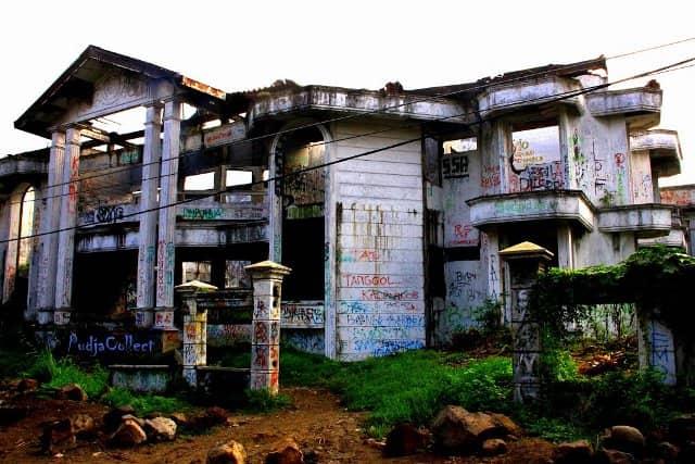 10 tempat wisata angker di surabaya rh gotravelly com