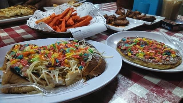 10 Tempat Makan Enak Dan Murah Di Jakarta Pusat 20 30 Ribuan