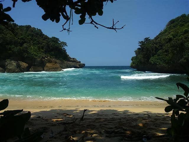 Pantai Mbehi dan Teluk Bidadari