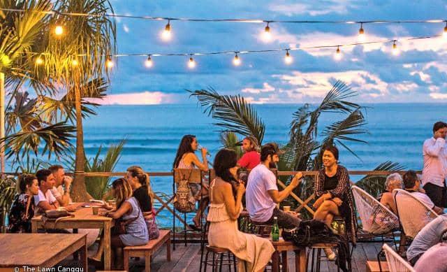 62 Gambar Pemandangan Pantai Dan Ada Orangnya Gratis