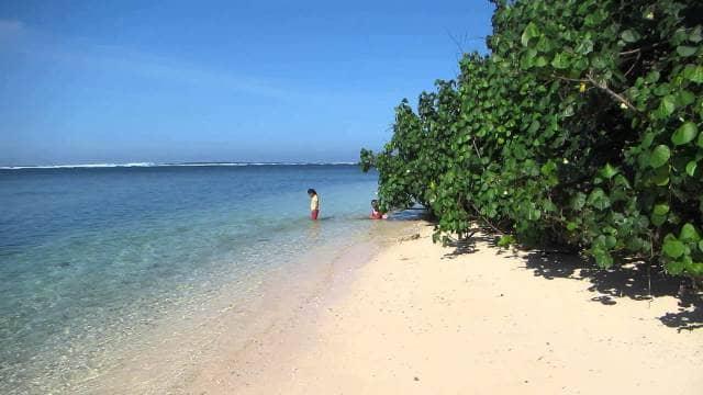 gambar 8 - Pantai Tenda Biru