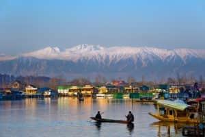 menikmati musim dingin di asia