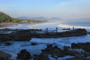 pantai terkenal angker di jawa