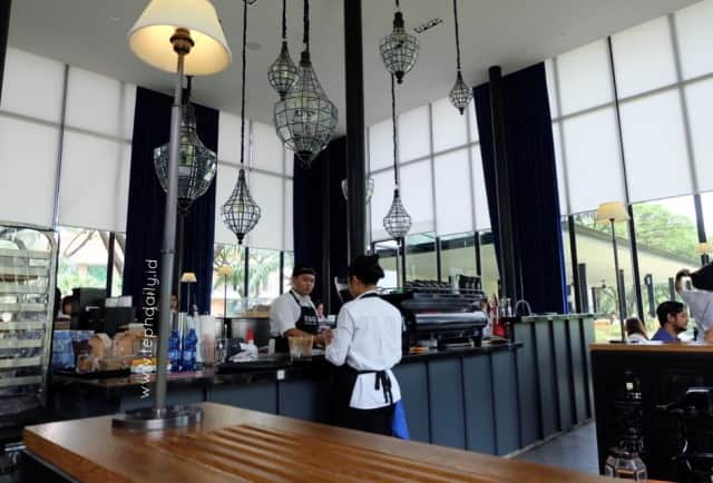 cafe outdoor di surabaya