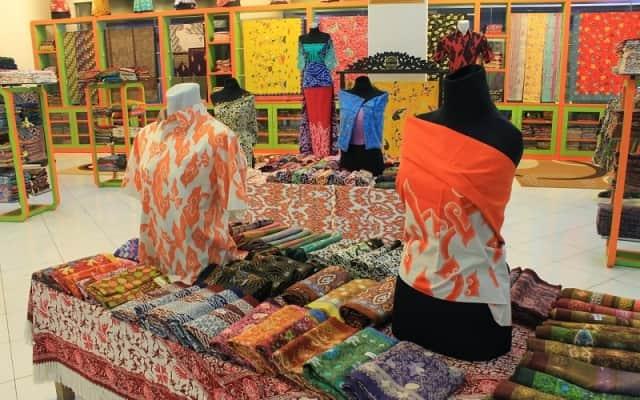 10 Pasar Tradisional Tempat Belanja Batik Buat Oleh Oleh Dengan ... 8f8c16ce02