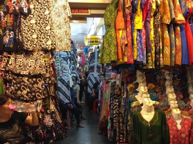 10 Pasar Tradisional Tempat Belanja Batik Buat Oleh Oleh Dengan ... e70e08b303
