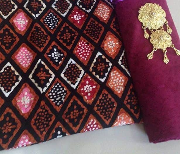 kain tradisional khas indonesia