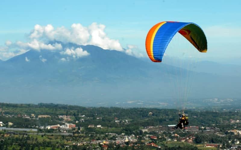tempat paralayang di indonesia
