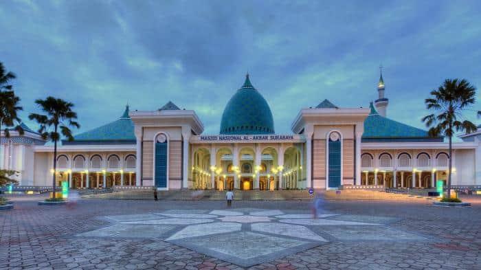 Wisata Religi Di 10 Masjid Terbesar Dan Termegah Di Indonesia