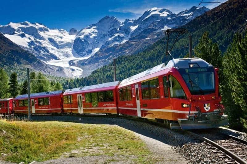 travelling dengan kereta api