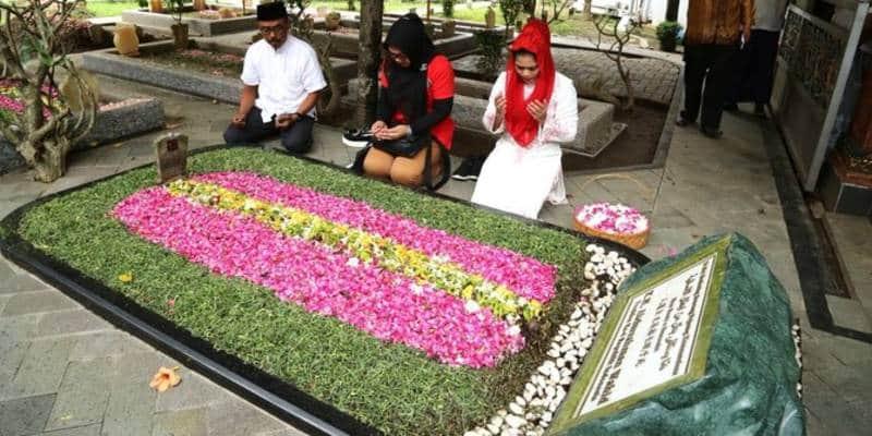 tradisi nyekar di indonesia