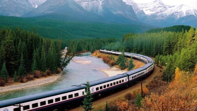 jalan jalan dengan kereta api