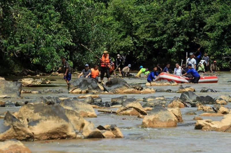 bamboo rafting di indonesia