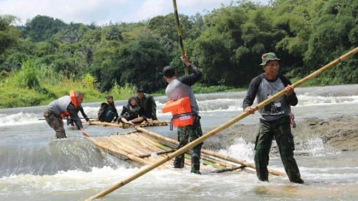 wisata bamboo rafting di indonesia