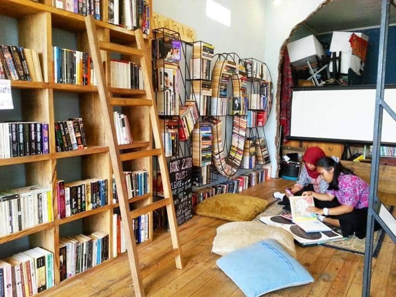 cafe perpustakaan