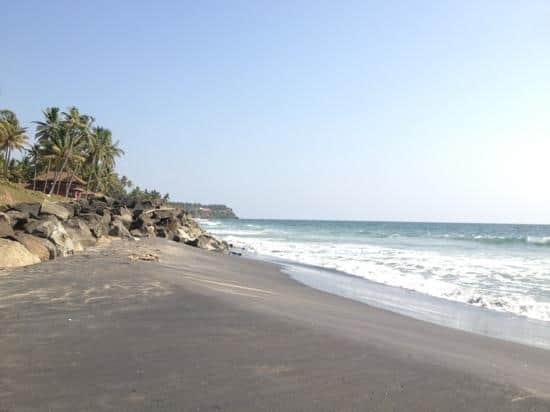 pantai pasir hitam terindah di dunia