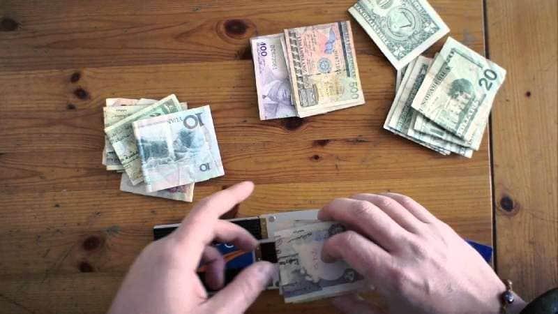 11 Tips Menyimpan Uang Selama Travelling Tips Traveling