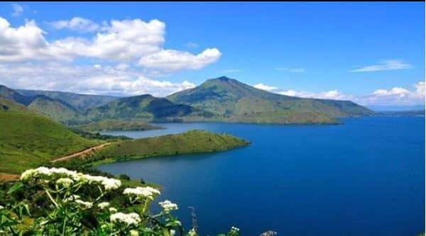 danau indah di indonesia