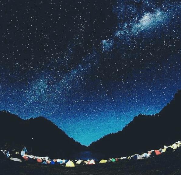 10 Tempat Di Indonesia Ini Tawarkan Pemandangan Langit Penuh