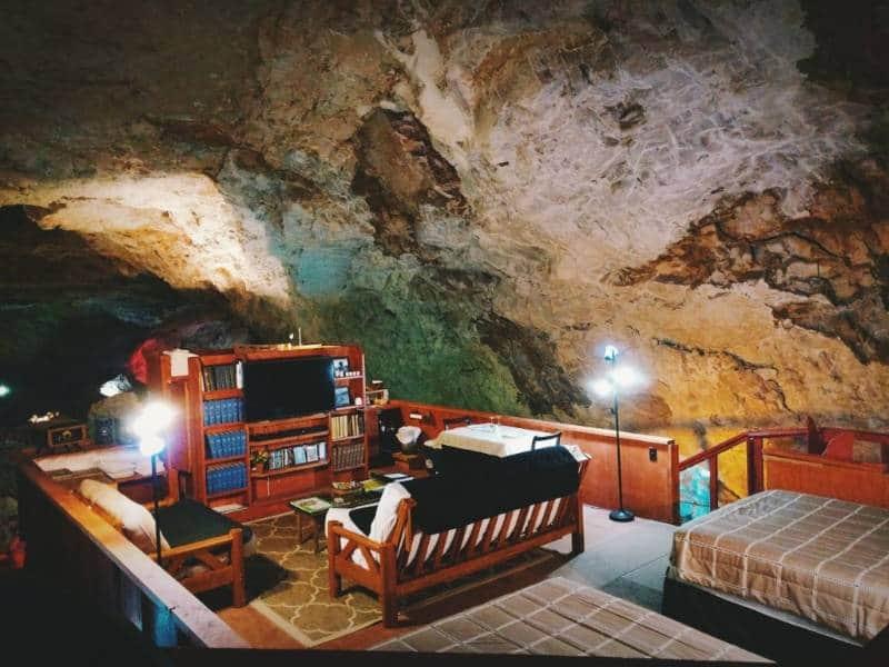 hotel dalam gua