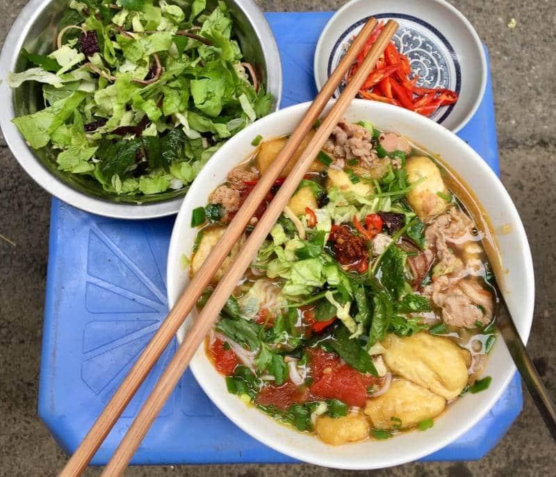 rekomendasi makanan enak di hanoi
