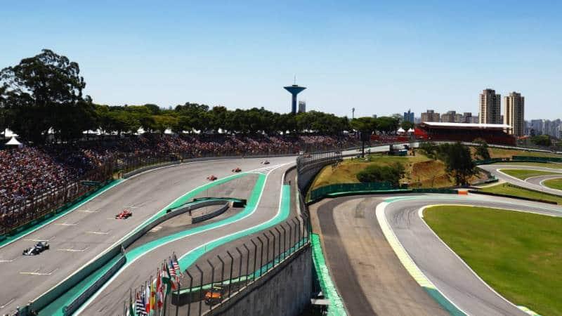 melihat pertandingan balap f1