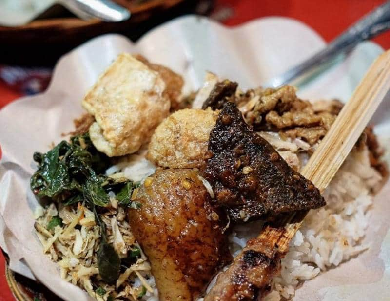nasi lawar makanan khas bali
