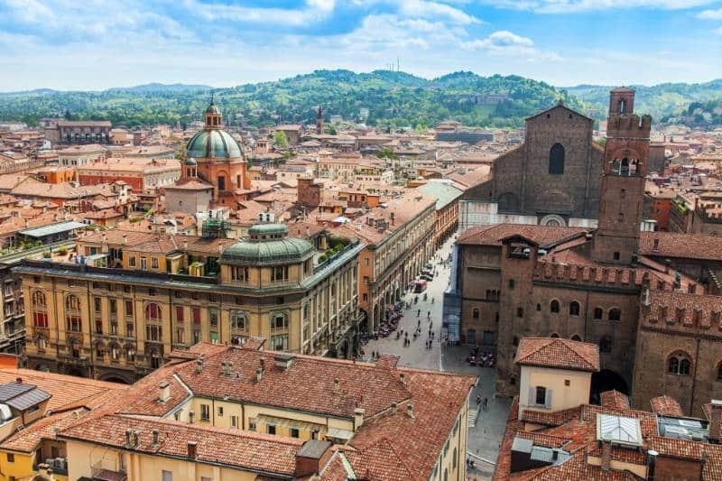 Bologna 1024x683 - Italia Terkenal Dengan Romantis dan Instagramable