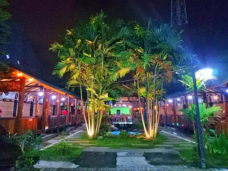 tempat makan lesehan di Surabaya