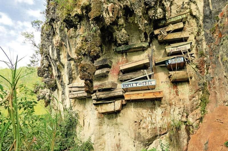 pemakaman tebing yang ada di dunia