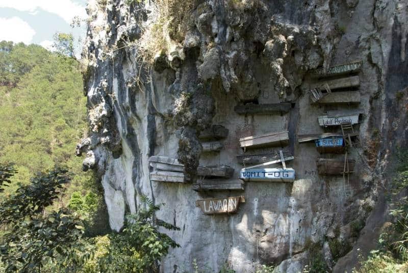 pemakaman tebing di dunia