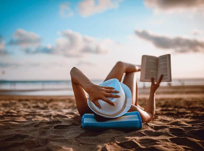 manfaat membaca buku saat travelling