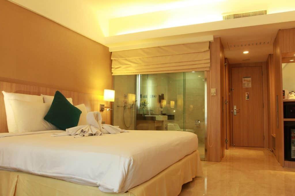 hotel paling nyaman untuk pertemuan bisnis di Surabaya