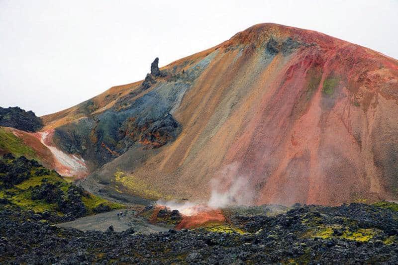 bukit warna warni di dunia