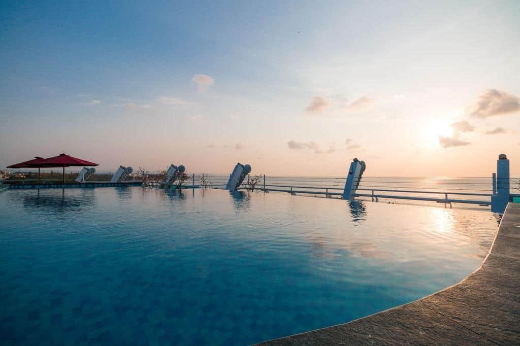 Rekomendasi Hotel budget dengan Infinity Pool di Bali