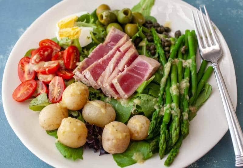 sajian salad dari berbagai negara