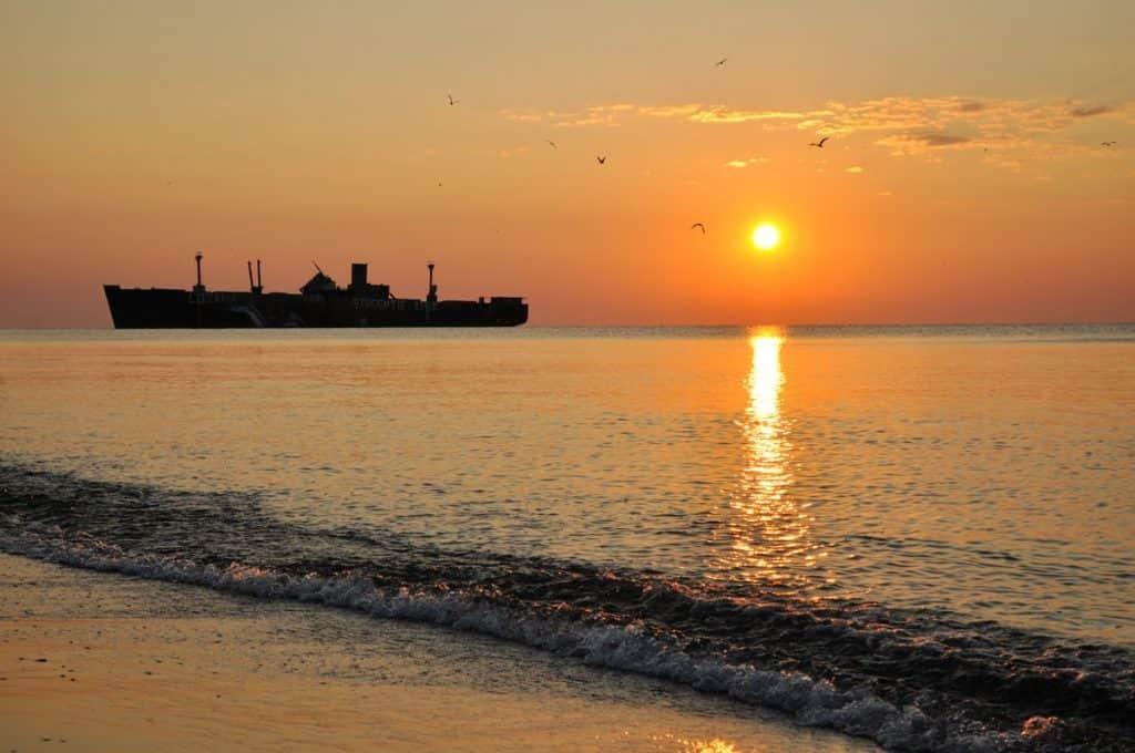 destinasi wisata bangkai kapal